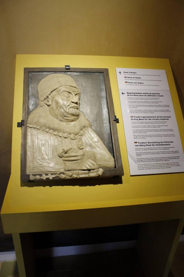Relieve para tocar por los visitantes que reproduce un cuadro del Rey René en el castillo de Angers.