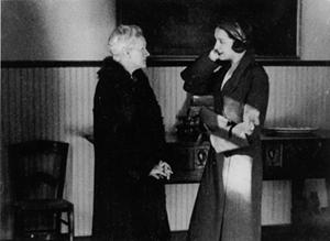 Marie Curie y su hija en la residencia de señoritas